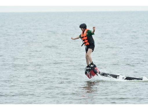 【福岡・行橋】長井浜公園で遊ぼう♪ 大人気!未経験者向けフライボード体験(初回30分コース)の紹介画像