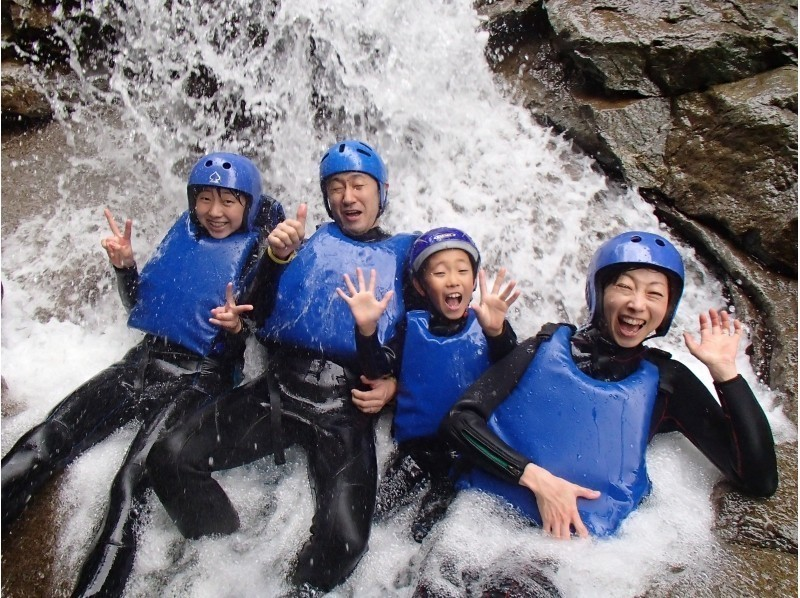 【Wチャレンジ☆ファミリーキャニオニング&水上・ラフティング】1日2種目、家族で最高の思い出を!の紹介画像