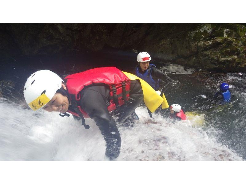 【愛媛・滑床渓谷】キャニオニングツアー ハーフDAY 午前/午後コース【圧巻の富士滑の滝】の紹介画像