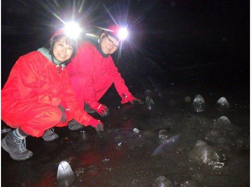 【야마나시· 가와구치] 후지산 기슭 · 아오키가하라 수해의 용암 동굴 탐험 (동굴 탐험) 초등학생부터 참가 OK!の紹介画像