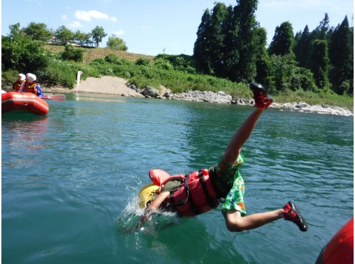 [Gifu Gujo Hachiman Nagara] inexperienced beginner welcome happily play rafting tour AM course the Nagara Riverの紹介画像