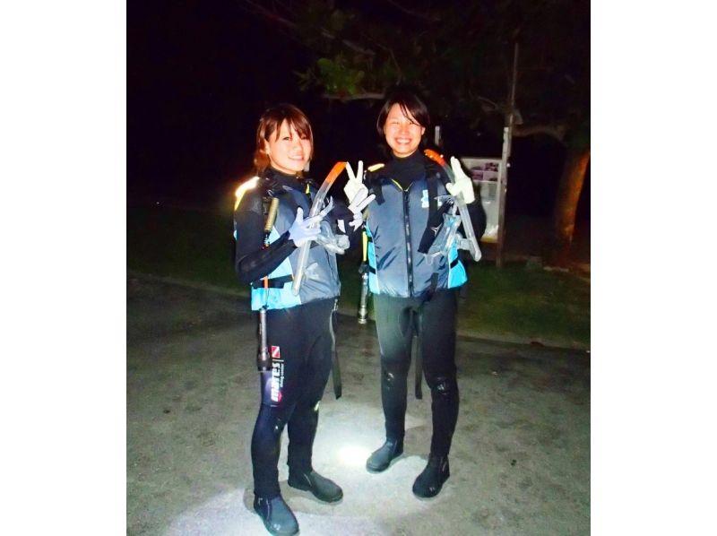 【沖縄・本部町】夜のサンゴや熱帯魚に会いに行こう!シュノーケリングナイトコースの紹介画像