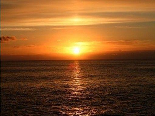【沖縄・那覇】沖縄の海や島々を一望!初級パラセーリング体験(初心者・お子様向きコース)