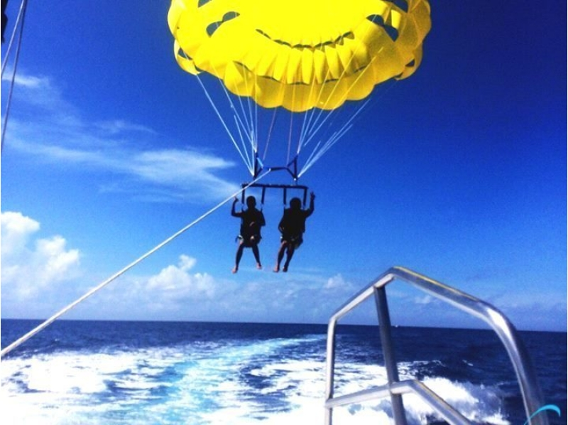 [Okinawa Naha] overlooking the Okinawa sea and islands! Introduction image of Beginner parasailing experience (beginner-children orientation course)