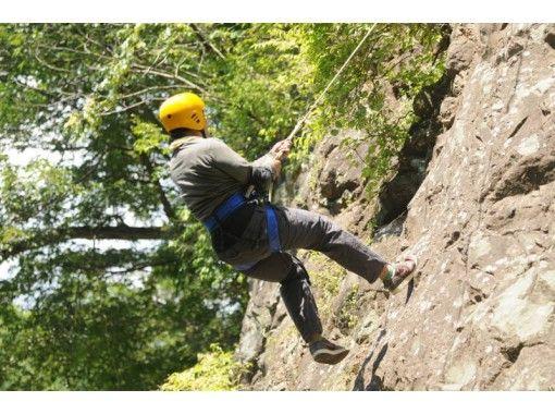 【群馬/水上】そびえ立つ岩に自分の力で挑む 半日クライミングツアー