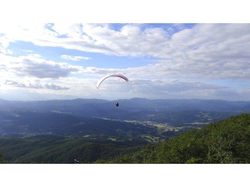 【岩手でパラグライダー】高度700m!ドキドキのタンデムフライト(2人乗り)体験(半日コース)の紹介画像