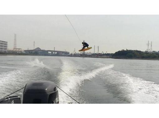 【大阪・初心者向け】優雅に新ボードで海上へ!スクール体験コース!