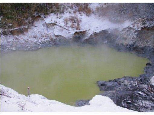 【北海道・登別市】とっておき!天然足湯ガイド「地獄谷 登別温泉で山歩き」世界唯一川の天然温泉足湯へ
