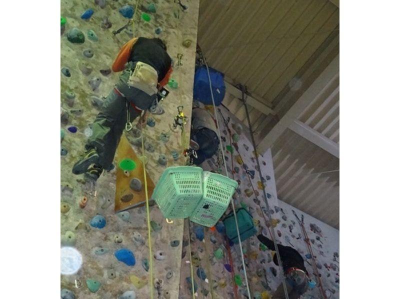 【埼玉・越谷】初心者でもわかりやすい!楽しさと達成感いっぱいのボルダリングビギナー講習の紹介画像