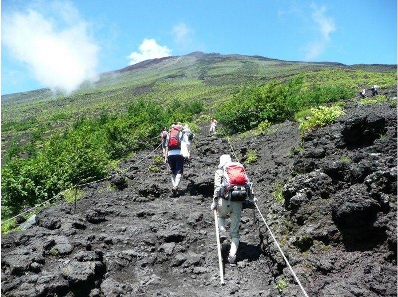 【静岡 富士宮 富士山】50才以上の中高年だけで登る富士登山一泊二日コース【S4コース】の紹介画像