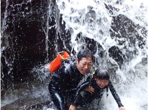 【沖縄・やんばる】コロナ対策に最適!一組貸切で行く、リバートレッキング&キャニオニング
