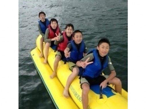 【山梨・山中湖】スリル満点みんなで夢中!バナナボート体験