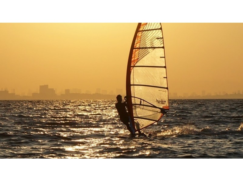 【千葉・検見川の浜】のんびり楽しく習いたい!ウィンドサーフィン初級スクール(1日コース)の紹介画像