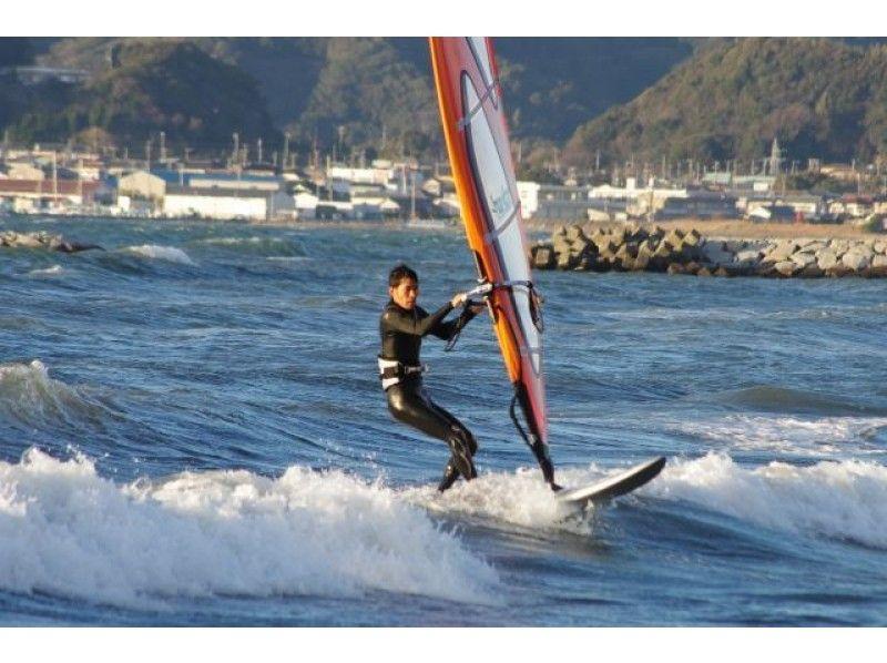 【千葉・検見川の浜】スピードや爽快さを体験したい!ウィンドサーフィン中級スクール(1日コース)の紹介画像