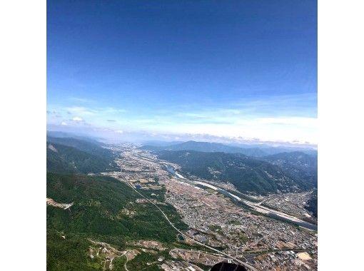 [Tokushima / Western (Yoshino River / Iya Valley)] Pounding tandem paragliding experience (500m course)の紹介画像