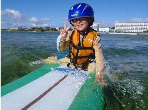 [地区通用优惠券] [冲绳/中神郡] 3岁OK!亲子冲浪班!提供免费照片和接送服务の紹介画像