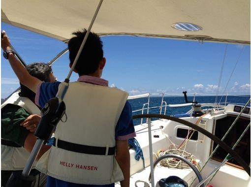 【沖縄・宜野湾】ヨット貸し切り!チャーターヨットツアー(2時間・12名様まで)