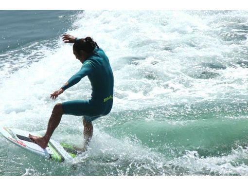 【香川・高松・内場ダム】初心者向け!優雅に波に乗れるウェイクサーフィン体験!(15分)
