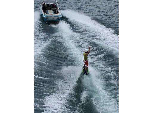 【香川・高松・内場ダム】初心者の方でも気軽にかっこよく滑れる!ウェイクサーフィン体験(30分)