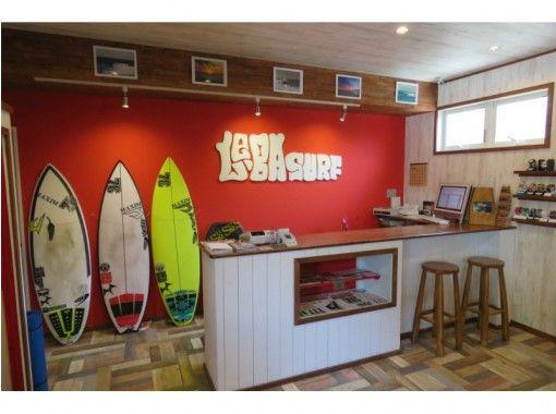 【三重・志摩】初めての方歓迎!サーフィンスクール2時間&道具レンタル1日(ボード&ウエット)の紹介画像