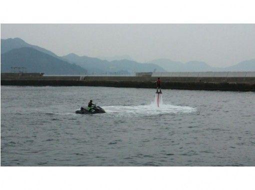 【香川・綾川町】水圧で空を飛ぶ!フライボード体験!
