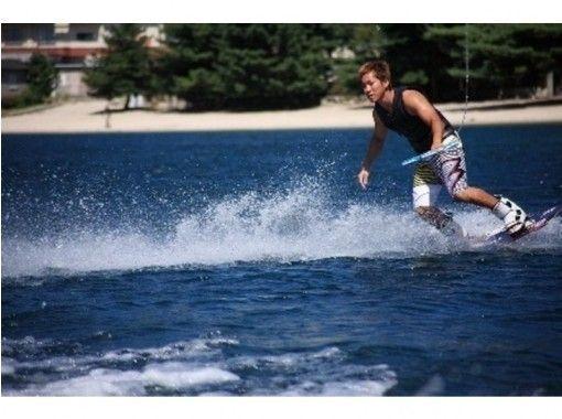 【滋賀・琵琶湖】ウェイクボード発祥の地で楽しもう!ウェイクボード体験