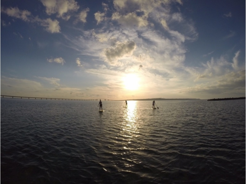 [Okinawa Miyakojima] introduction image of Sunset SUP experience to be healed by leisurely relaxing under the sunset (1-1.5 hours)