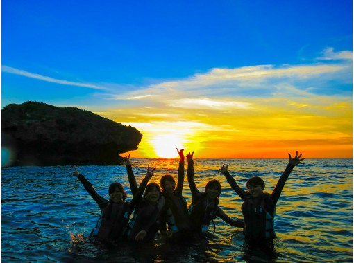 [Okinawa Onna Village] Luminous insects & starry night snorkel ★ Look at the sunset and explore the cave. The night sea shining under the starry sky! (With photography service)の紹介画像