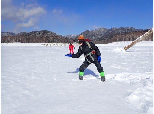 【北海道】有資格の山岳ガイドがスノーシューガイドしますので、安全、安心! 氷瀑・氷筍・雪山登山へ! 写真データプレゼント! 12才~OK