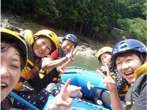 【京都・保津川】激流の保津峡を堪能する!ラフティングツアー