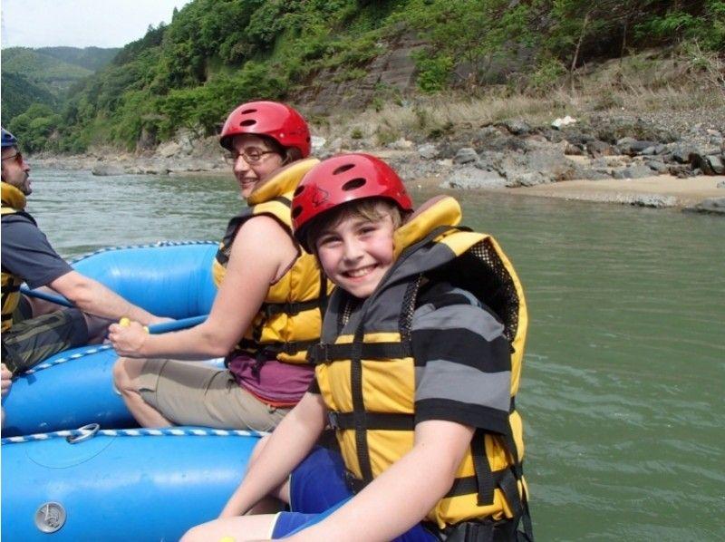 【京都・保津川】激流の保津峡を堪能する!ラフティングツアーの紹介画像