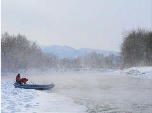 【北海道・富良野】冬の幻想川下り貸切ツアー(半日プラン)