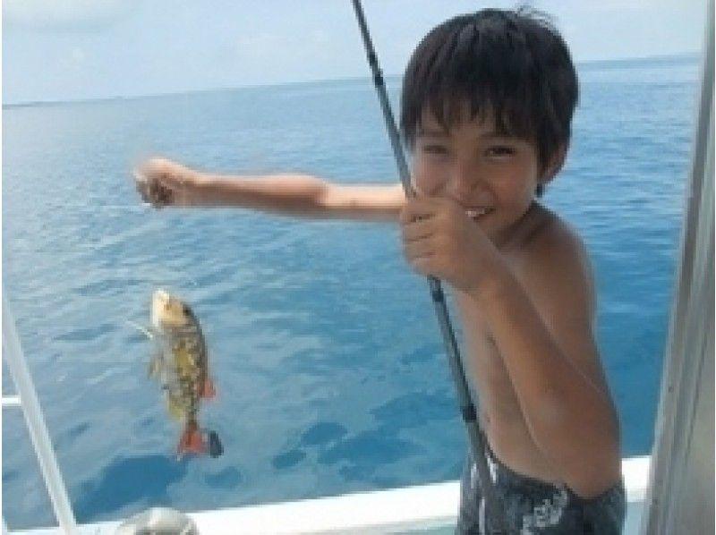【沖縄・石垣 パナリ島】釣りとシュノーケルの欲張りコースの紹介画像