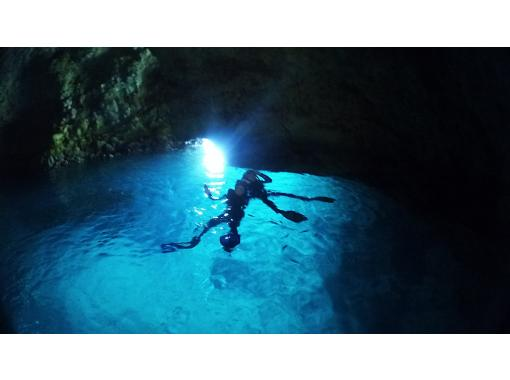 [Highest probability! Same-day reservation is OK! ] Blue cave snorkel! Free photos, videos and feeding!の紹介画像