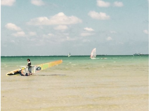【沖縄/那覇・瀬長島海岸】トコトン練習!ウインドサーフィン体験(半日レッスン)