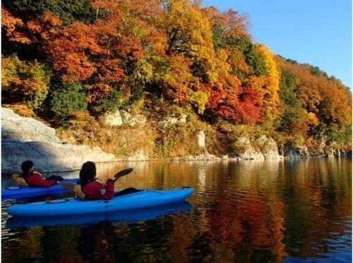 【埼玉・長瀞】紅葉狩りも楽しめる秋のカヤック体験(半日コース)