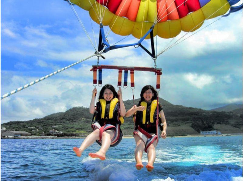【那覇発】空から沖縄の海を満喫!気軽に空中散歩!パラセーリングの紹介画像