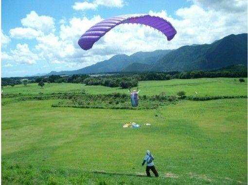 [静岡・藤宮]★地區共同優惠券經銷商★讓我們在空中高高跳舞!滑翔傘半天經驗+雙人飛行の紹介画像