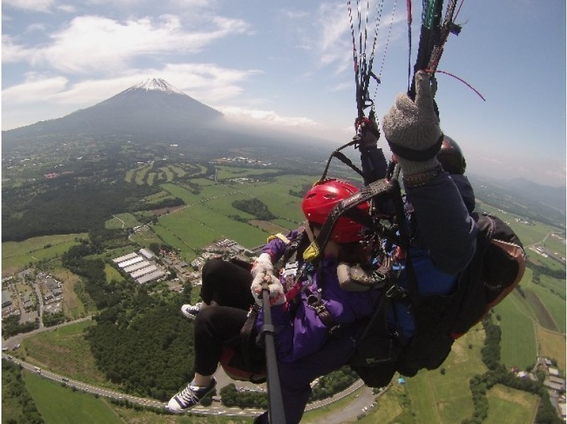A paraglider school where Mt. Fuji can be seen, which is also possible day trip from Tokyo