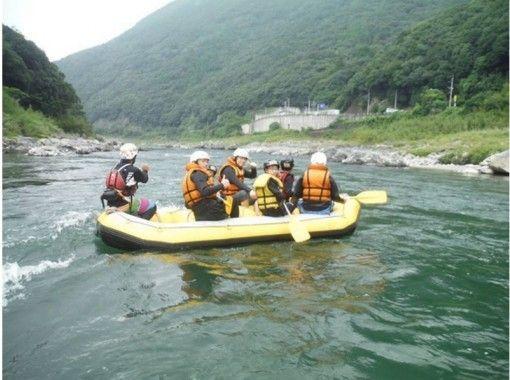 【熊本 球磨川】自然豊かな名所で楽しむ ラフティング ファミリー&シニアコース【天然温泉入浴付】