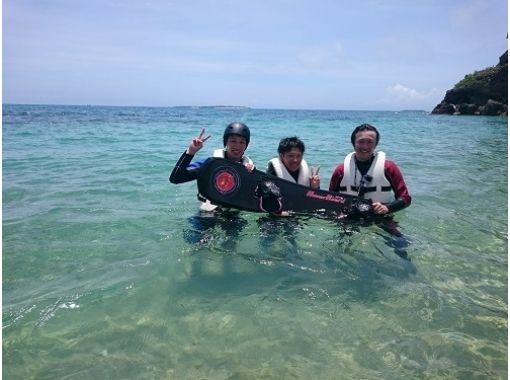 【沖縄・うるま市・浜比嘉島】《Eプラン》飛ぶ!滑る!ホバーボード+バナナボート浜比嘉島一周