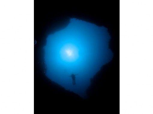 【鹿児島・奄美大島】昼間とは違う奄美の海を巡る!ナイトダイビング