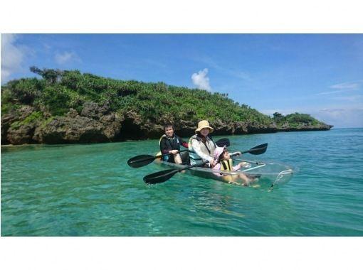【沖縄】沖縄の海の透明度を楽しむ!スケルトンカヤック体験の紹介画像