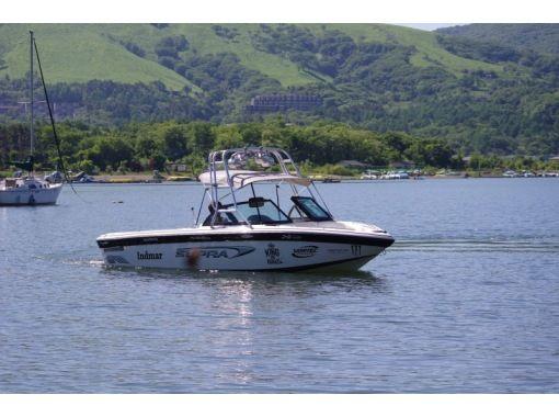 【山中湖】水圧で空を飛ぶ!フライボード体験コース(1セット20分)【午前】