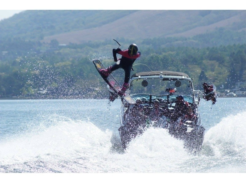 [Yamanashi Yamanakako] slowly enjoy the wake! Introduction image of wakeboarding experience fully course (15 minutes × 2 set course)