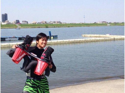 【新潟・長浜】かっこよく水上散歩ができる!フライボード体験!(25分)の紹介画像