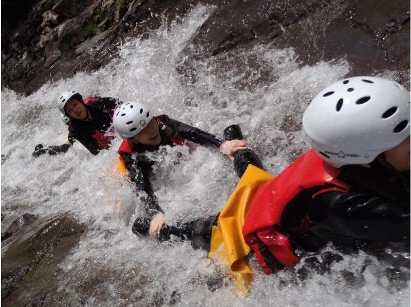 【水上・キャニオニング】究極の涼体験!半日キャニオニングツアーの紹介画像
