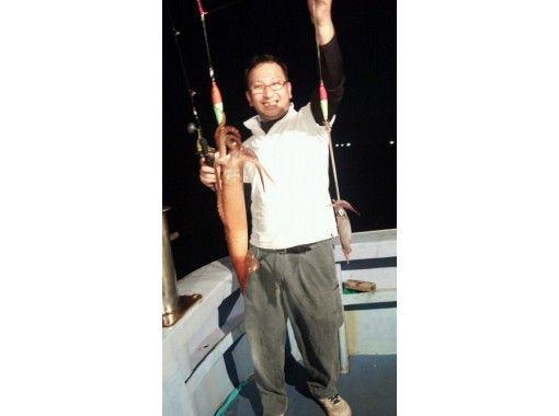 【島根・美保関町】船長お勧めポイントでイカ釣り!初心者・女性・子供・大歓迎!船長によるレクチャー有りの紹介画像