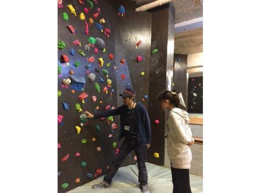 【東京・新宿】新宿区最大級ジム!初めてのボルダリング体験!マンツーマン初心者講習プランの紹介画像