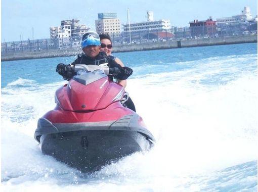 【沖縄・宜野湾】バナナボート、マーブル、ビスケット、体験ジェットスキーが1時間遊び放題!